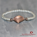 "ARMBAND* ""MARE-MiniClam"" filigranes Perlen-Band in cremeweiss mit Muschel in rosé-gold"